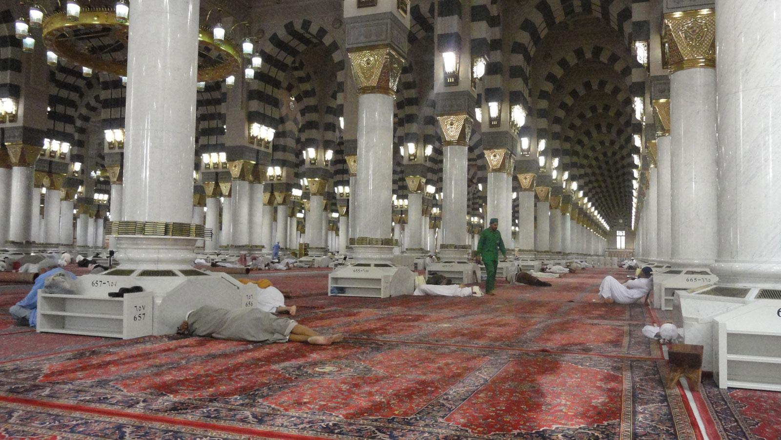 مسجدالنبی - خواب در مسجدالنبی